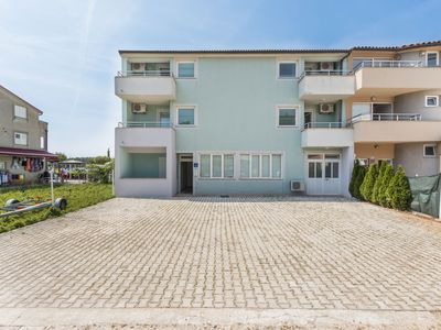 Photo for Apartment with sea view in Medulin, at 200 m from the sandy beach