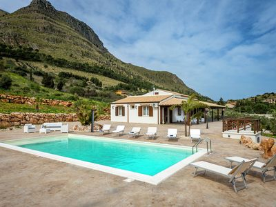 Photo for Fantastic unattached villa with private-swimmingpool in stunning part of Sicily.