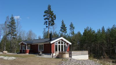 Holiday house NERBJÄRKEN, quiet location, 150m from the lake, bathing jetty, boat, hot tub.