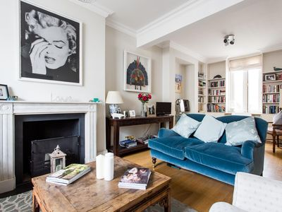 Photo for Queensdale Road IV - luxury 3 bedrooms serviced apartment - Travel Keys