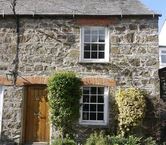 Photo for 2 bed Cornish dog-friendly holiday cottage, near Rock, North Cornwall, UK.