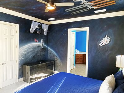 Photo for AMAZING 6 Bedrooms Themed Soarin Around Universe.