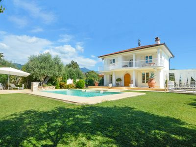 Photo for Beautiful Villa with Pool in Forte dei Marmi