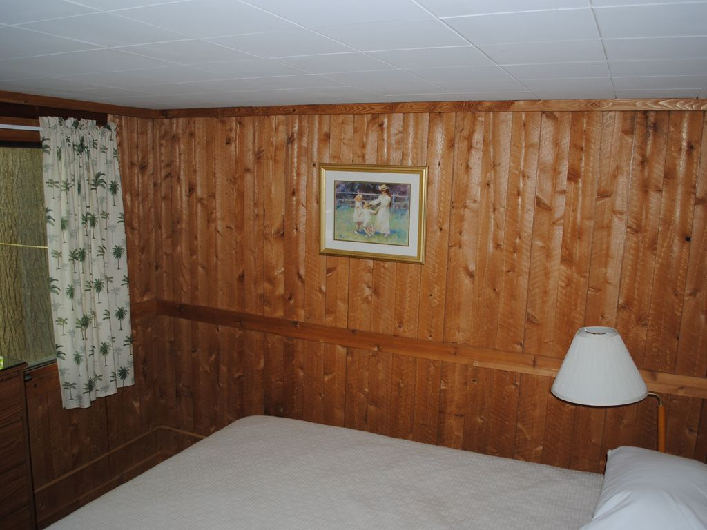 cabins in traverse tbayspic vacation cottage hotels rentals mi home city