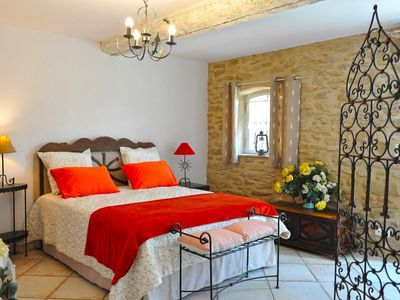 Photo for Claire Fontaine - charming guest room in Provence, Fontaine des Magnarelles