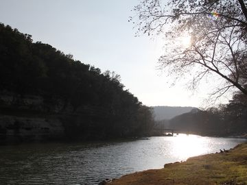 Tranquil hill country getaway on the BEAUTIFUL GUADALUPE RIVER at this 3/2 condo