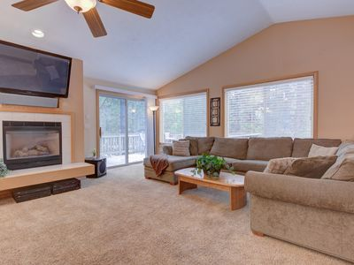 Photo for A delightful reverse living home perfect for your fun Sunriver adventures!