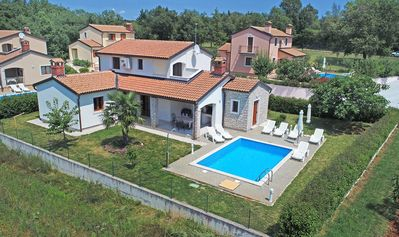 Photo for Comfortable villa with private pool, washing machine, air conditioning, WiFi, pets allowed, garden with barbecue