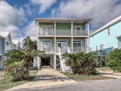 Photo for Gulf view cottage w/deck, beach access & shared pools/hot tub
