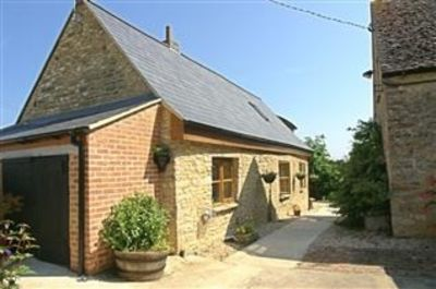 Photo for Idyllic cottage 12 miles Oxford, 5 minutes Blenheim, Cotswolds.  Pet friendly.