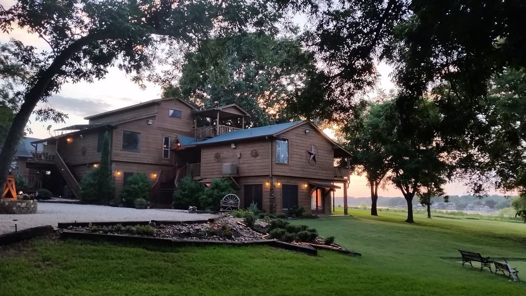 Lake Conroe 8br 5 Ba Heated Indr Pool Vbal Vrbo