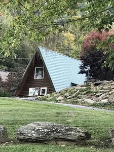 Photo for ** Mins to Parkway, Waterfalls,Tubing & Gem Mining * Fire Pit * Immaculate! **
