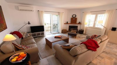 Cosy living room with direct access to the private swimming pool