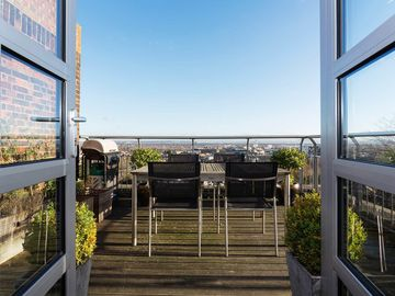 UP TO 20% OFF- Beautiful penthouse sleeping 4 with stunning London Views (Veeve)