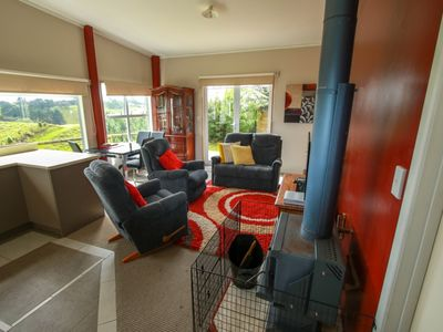 Photo for Cosy Cottage Retreat minutes from Town!