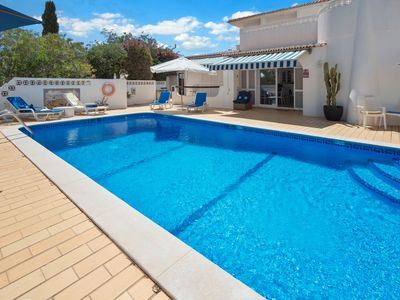 Photo for 4 bedroom villa with swimming pool