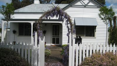 Photo for Home Away Stayz - Wisteria Cottage