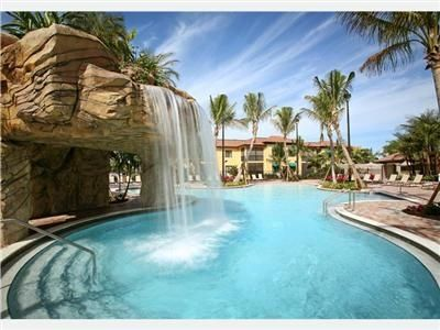 Photo for Naples Bay Resort and Spa; 2BR/2BA; Pools; Walk to 5th Ave.