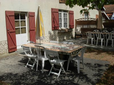 Table en ciment et table de jardin