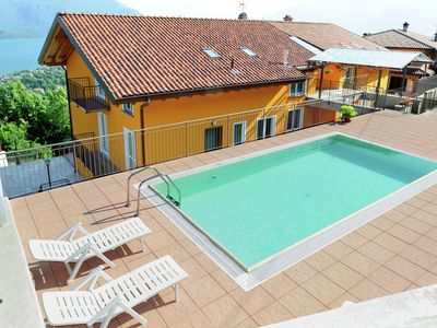 Photo for Spacious family apartment with 2 bathrooms, communal pool and fantastic views of the lake