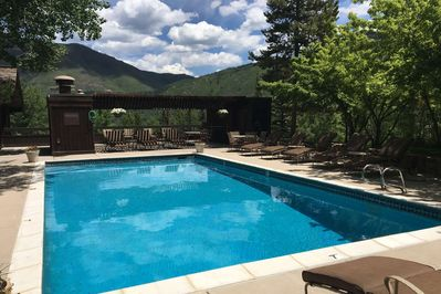 Spend your summer vacation days in Aspen relaxing by the onsite pool and enjoy the view of the surrounding mountains.