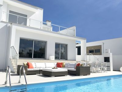 Photo for Comfortable detached villa with heated swimming pool and beautiful view