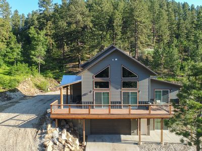 Photo for Lazy Dog, Brand New Lodge, Hot Tub, AC & Close to Black Hills Activities