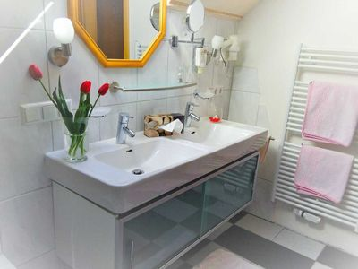 Photo for Suite with WC and shower / bath for 2-4 persons - Akzent-Hotel Kaltenbach