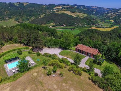 Photo for Villa in the Tuscan hills with private swimming pool in a quiet environment.