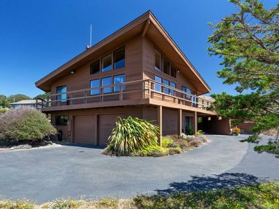 "Photo for Stunning panoramic ocean views from ""La Dia Dream"" ! Walk to the beach! Hot tub!"