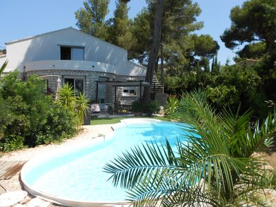 Photo for Quiet detached villa near the sea with pool