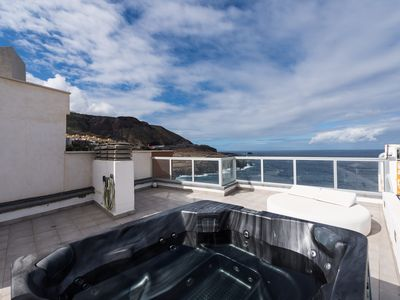 Photo for Nice apartment with sea views and jacuzzi.