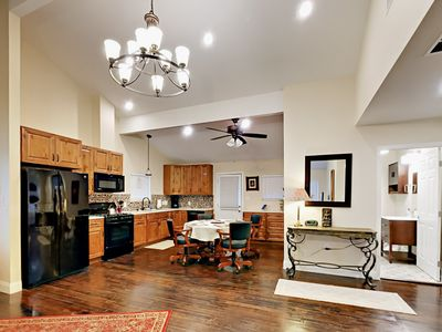 Kitchen - The well-equipped kitchen has everything you need to prepare tasty home-cooked meals.