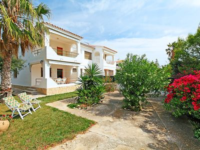 Photo for 2 bedroom Apartment, sleeps 5 with FREE WiFi and Walk to Beach & Shops