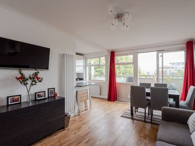 Photo for Great 2 bed for up to 6 guests, near Canary Wharf