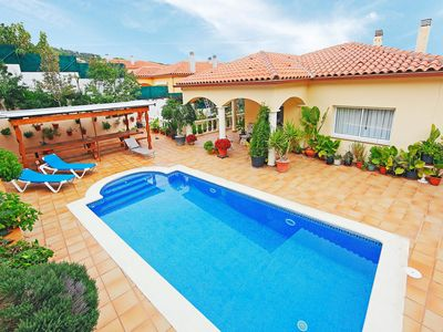 Photo for Lovely apartment for 6 people with WIFI, private pool, TV and balcony