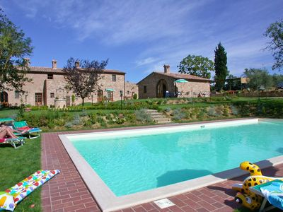 Photo for Nice apartment for 4 guests with WIFI, pool, TV, pets allowed and parking, close to Montepulciano