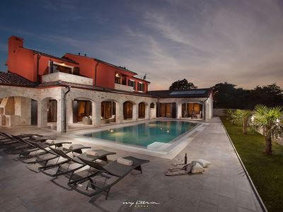 Photo for Luxury villa with private pool and park near Pula