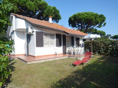Photo for Renovated villa on the ground floor with large garden in exclusive area