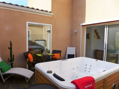 Photo for Cosy apartment for 8 people with WIFI, hot tub, TV and parking