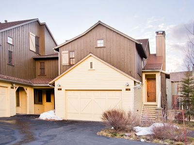 Photo for Finely appointed 3-bedroom townhome with South-facing views, lodge amenities and free shuttle