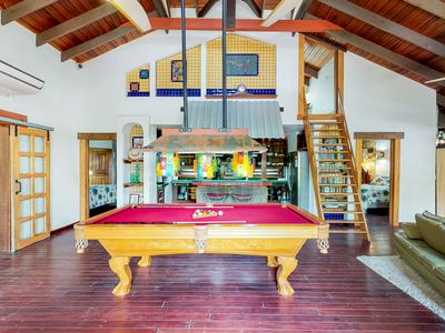 Photo for Villa w/ pool table, shared gym, pool, hot tub, BBQ area and beach!