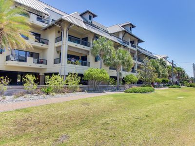 Photo for NEW LISTING! Cozy condo w/shared pool & hot tub, gulf views, easy beach access