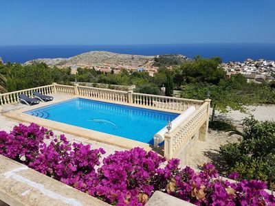 Photo for Pretty villa with private pool and panoramic sea views - Cumbre del Sol