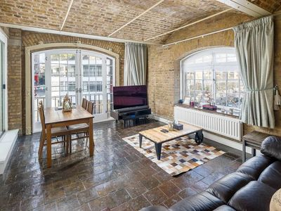Photo for 2bed 2bath Riverside Apartment nr Tower of London