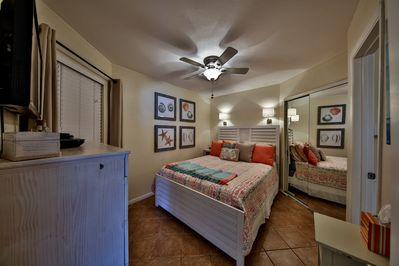 Compfy queen bed in master with attached bath.