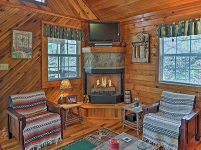 Red River Gorge Cabin: 3 bedroom/1.5 bath, laundry, 6 guests, 2 wooded acres.