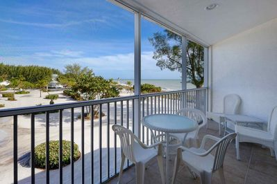 Enjoy breakfast or evenings on the comfortable screened lanai.