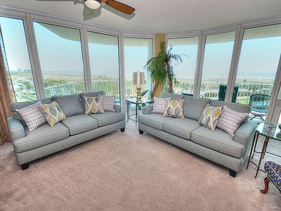 "Photo for NEW DECOR! Great Views of the Gulf - 55"" Smart TV - 1PM Check In Option"