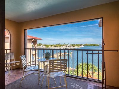 """Photo for Manasota Key """"Bay Watch""""! New Kitchen! Bring Your Boat, Walk To The Beach, Relax"""